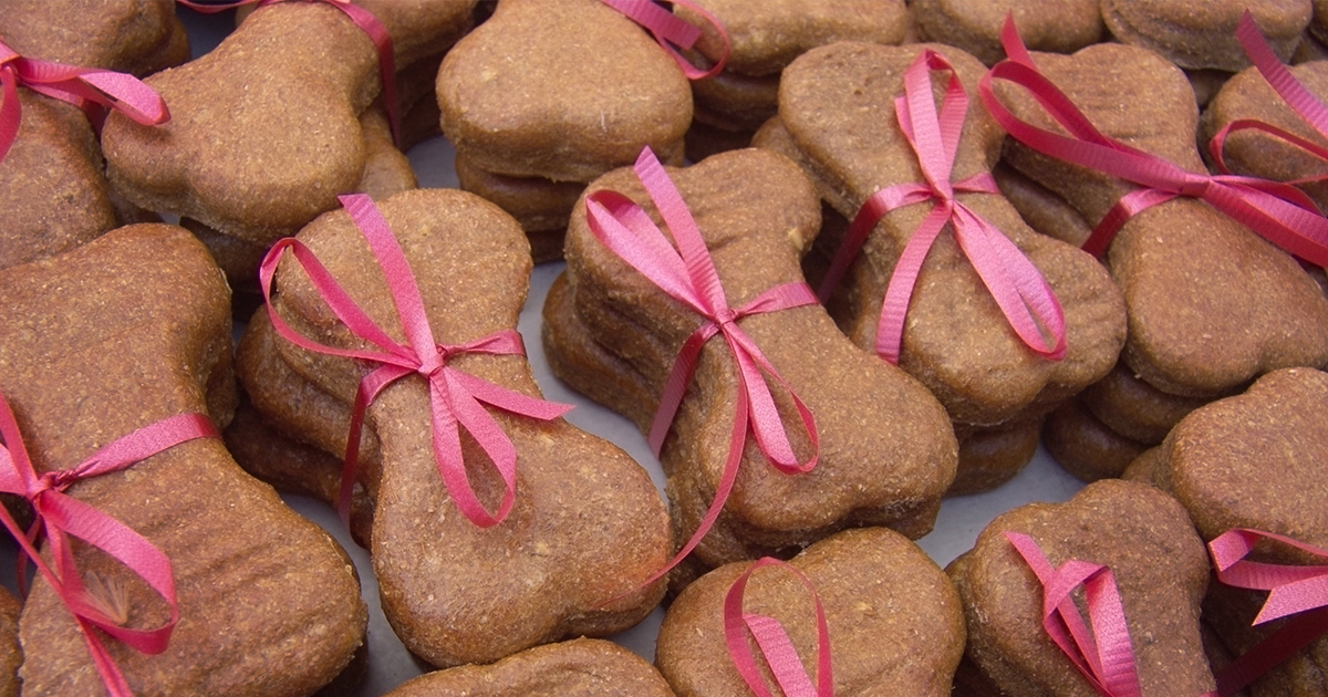 fancy dog treats tied with pink ribbon for wedding favors